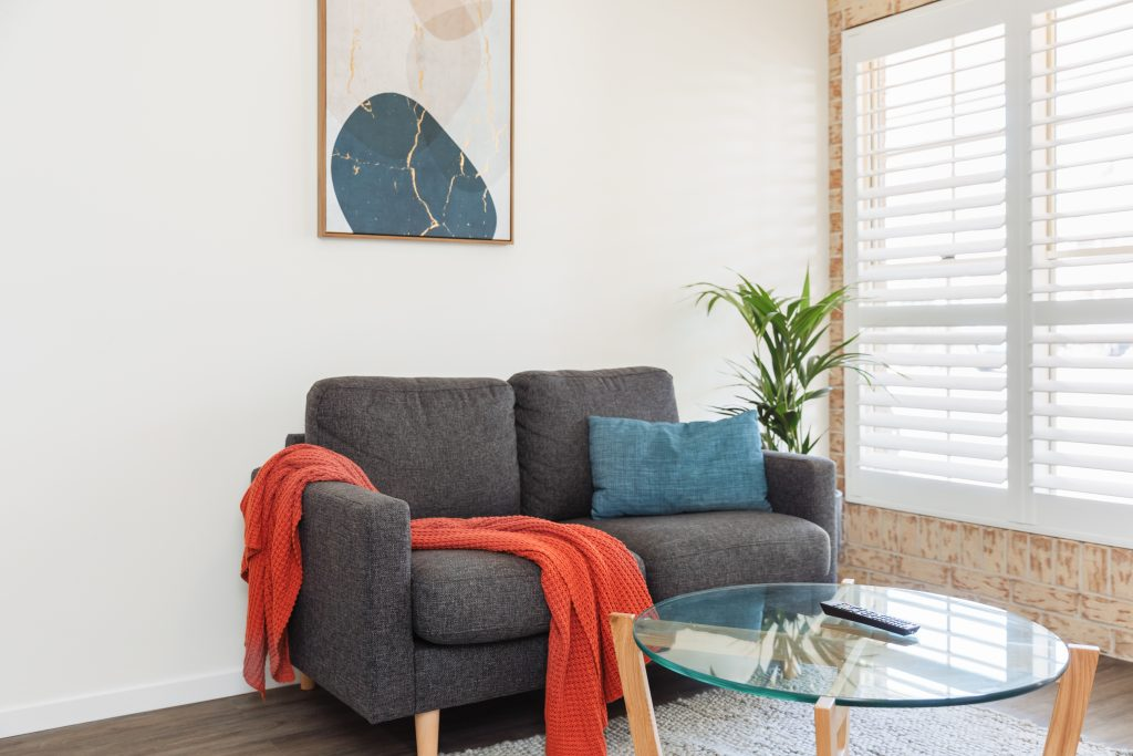 King studio sofa and coffee table